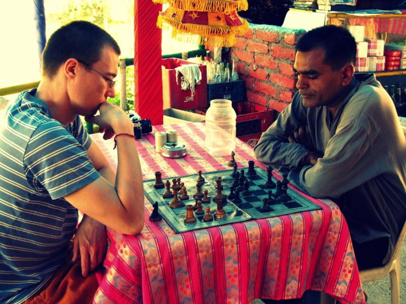 Migawki z Indii – uważaj kto zaprasza Cię do gry w szachy