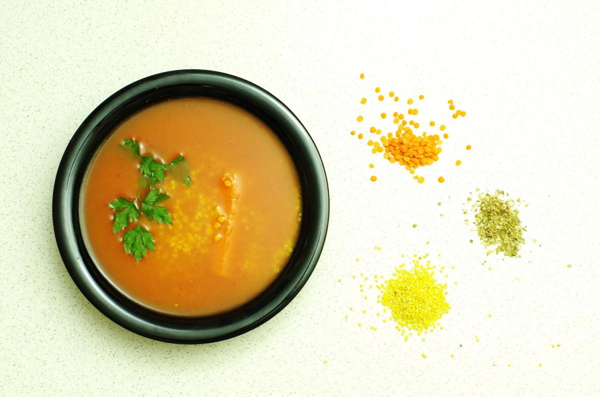 Jak zrobić z zupy pomidorowej pełnowartościowy posiłek